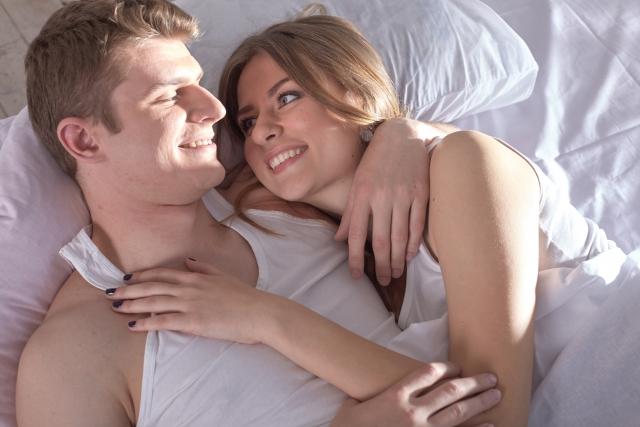 シングルベッドに2人で寝るメリット